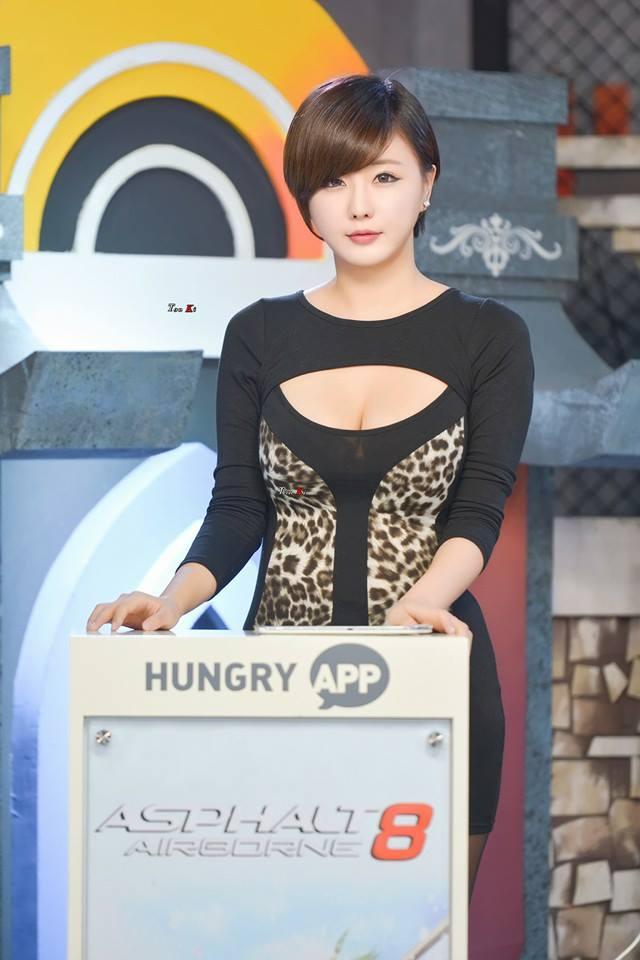 Korean Racing Model Ryu Ji Hye Gets Scary Ride In A