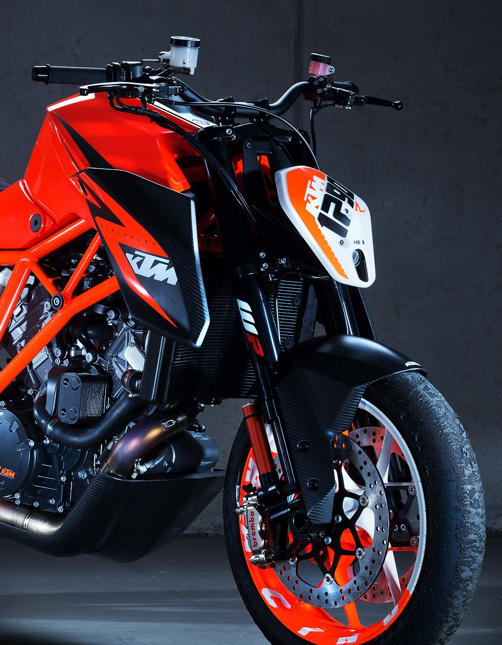 ktm superduke 1290 r official pictures autoevolution. Black Bedroom Furniture Sets. Home Design Ideas