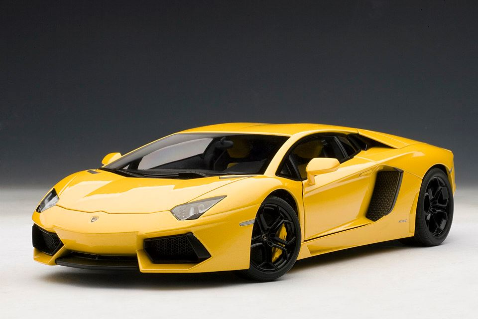 Lamborghini Aventador 1 18 Scale Model The Next Best Thing Autoevolution