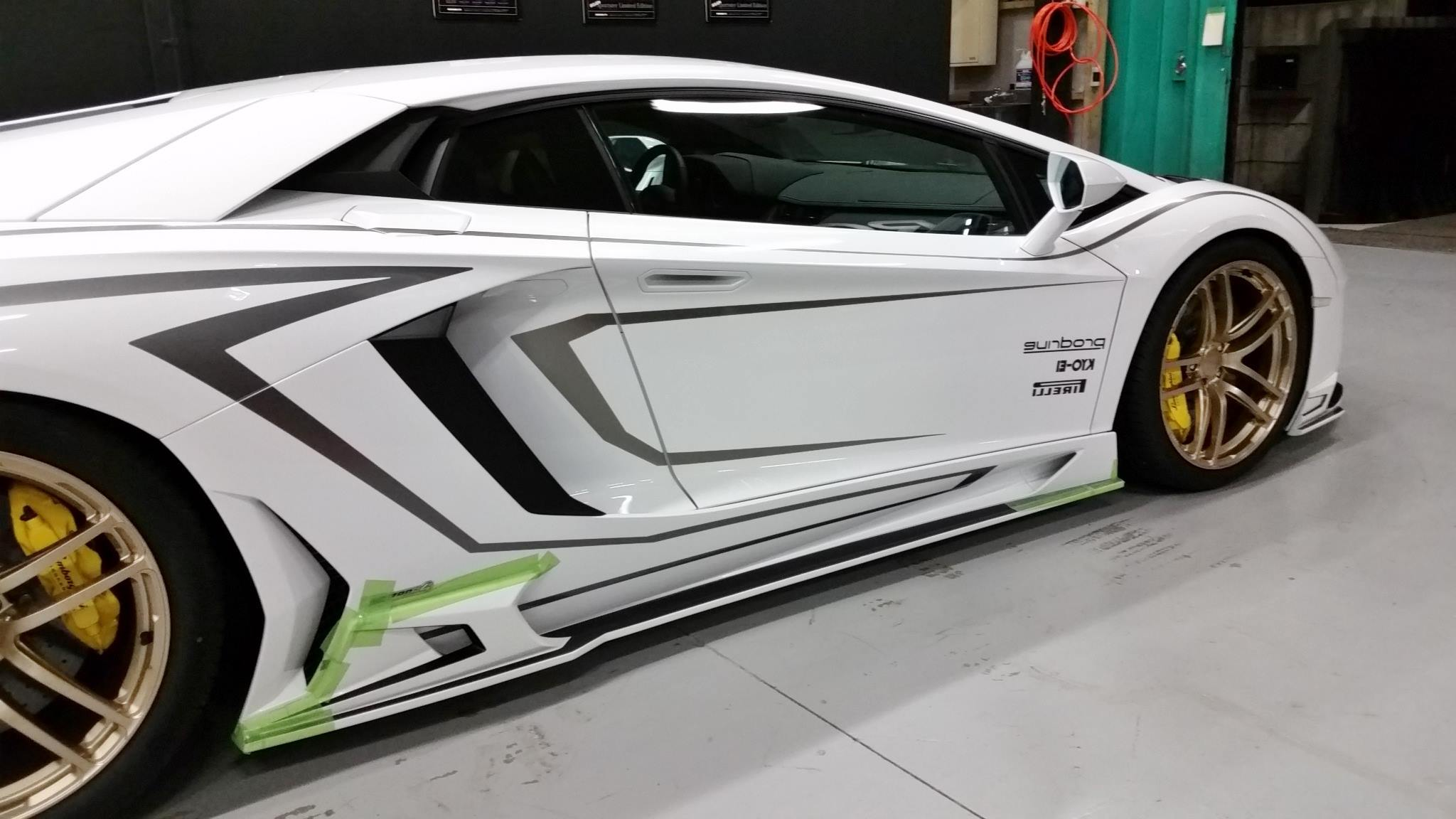 Lamborghini Aventador Gets Carbon Body Kit From Rowen Video
