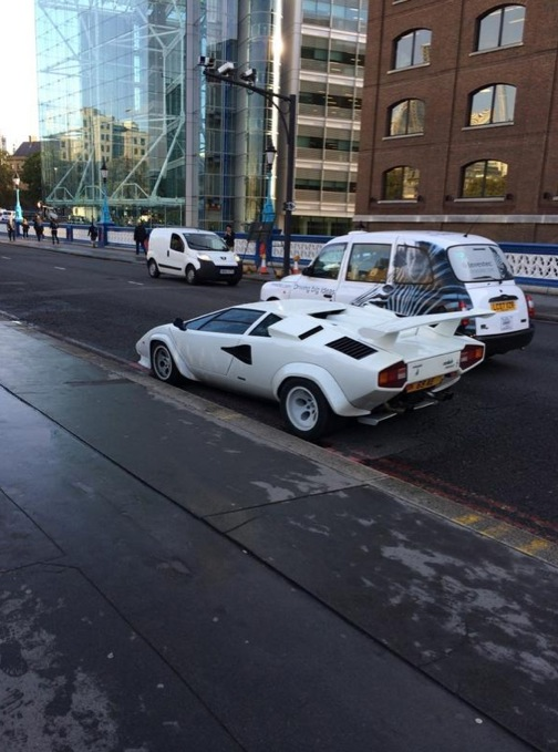 Lamborghini Countach Abandoned On Tower Bridge Blocks London Traffic Autoevolution