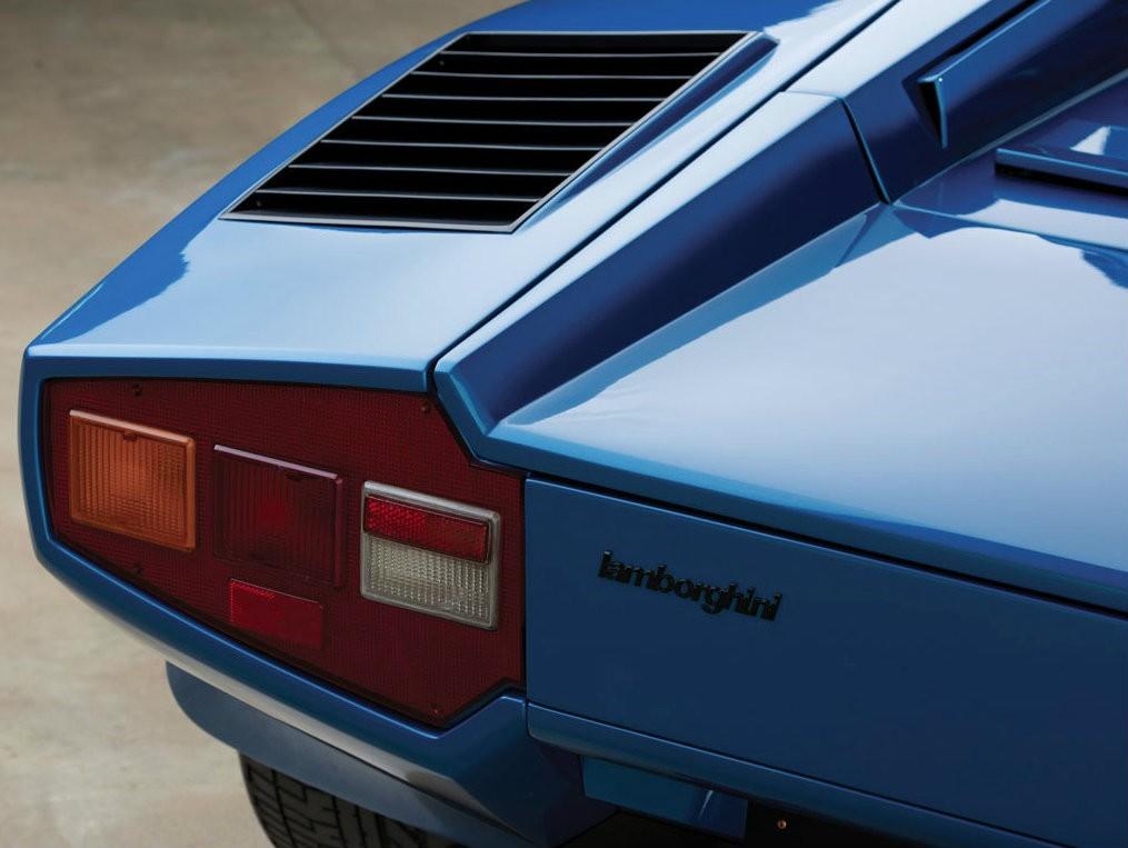 Задние фонари Lamborghini Countach LP400S