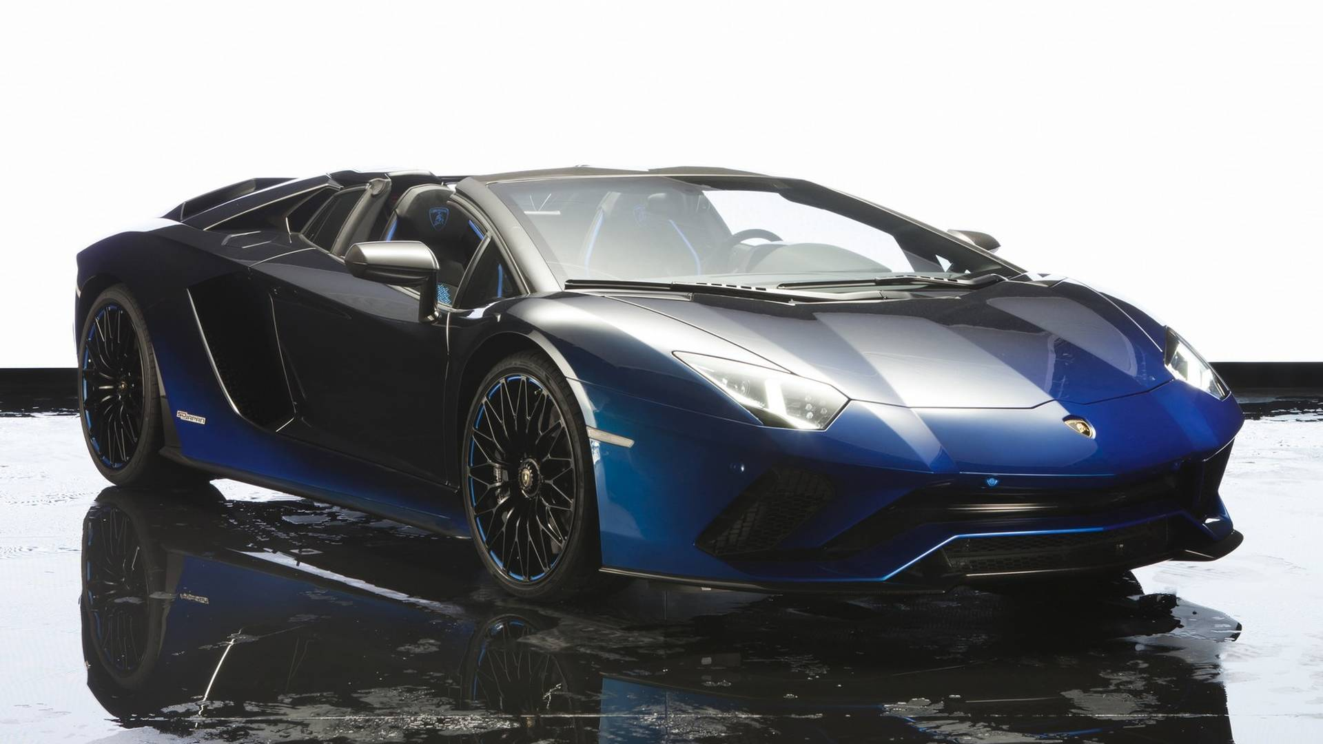 lamborghini double milestone 7 000th aventador and 9 000th huracan autoevolution. Black Bedroom Furniture Sets. Home Design Ideas