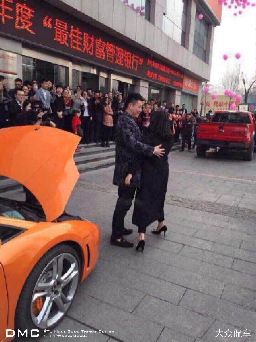 Lamborghini Gallardo Owner Proposes To His Girlfriend With