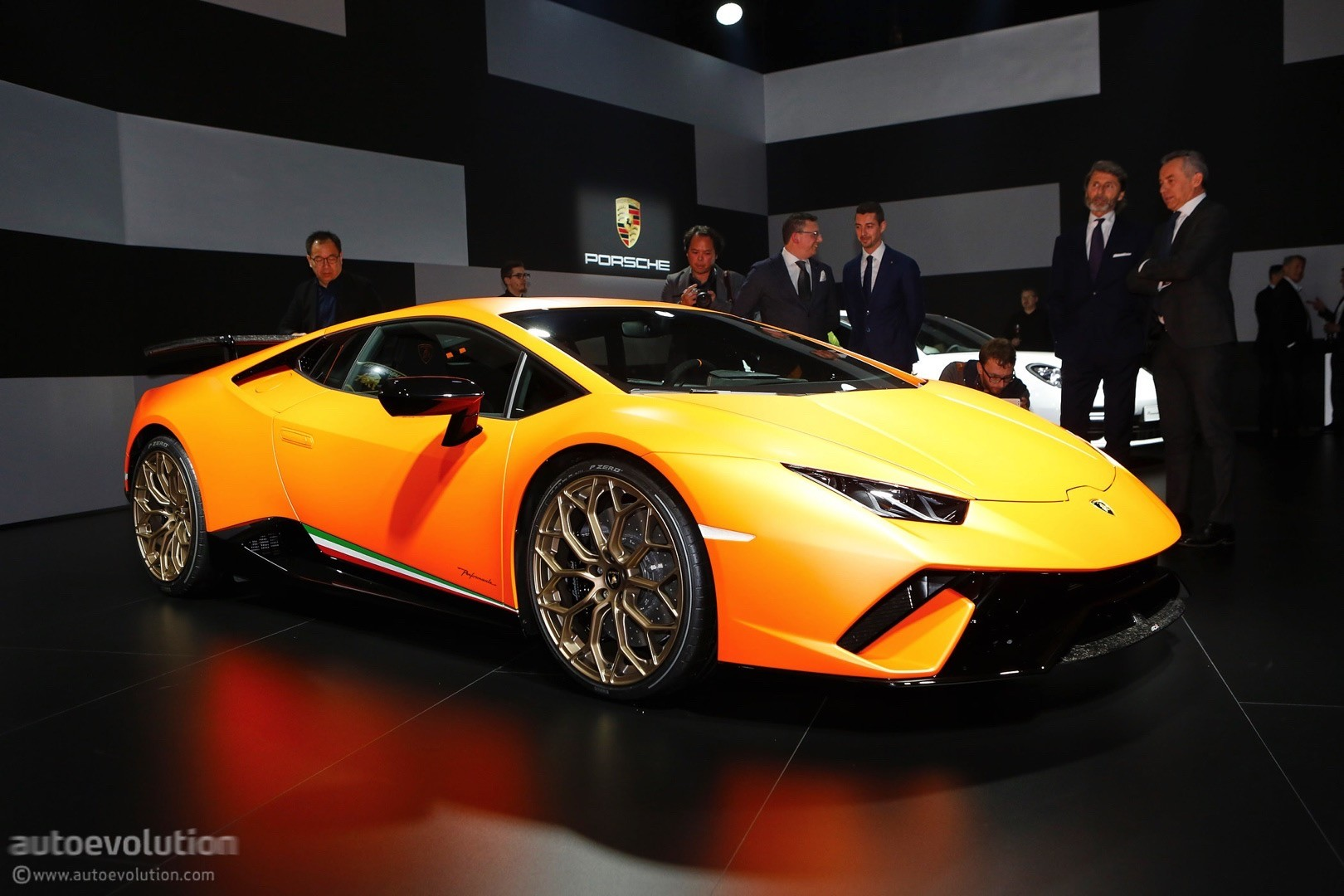 Beau ... Lamborghini Huracan Performante Live At 2017 Geneva Motor Show ...