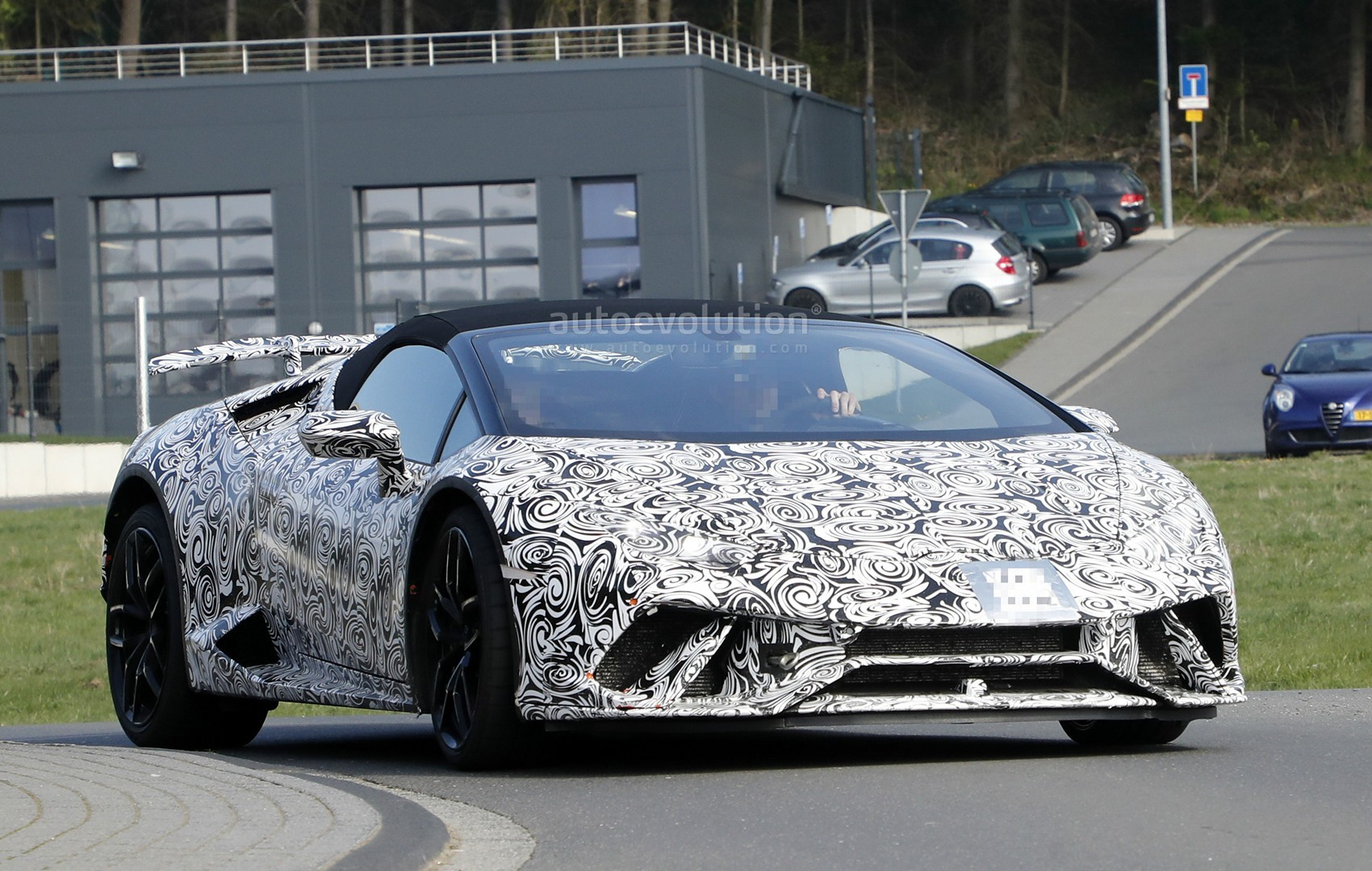 lamborghini huracan performante spyder flaunts active aero in first spyshots autoevolution. Black Bedroom Furniture Sets. Home Design Ideas
