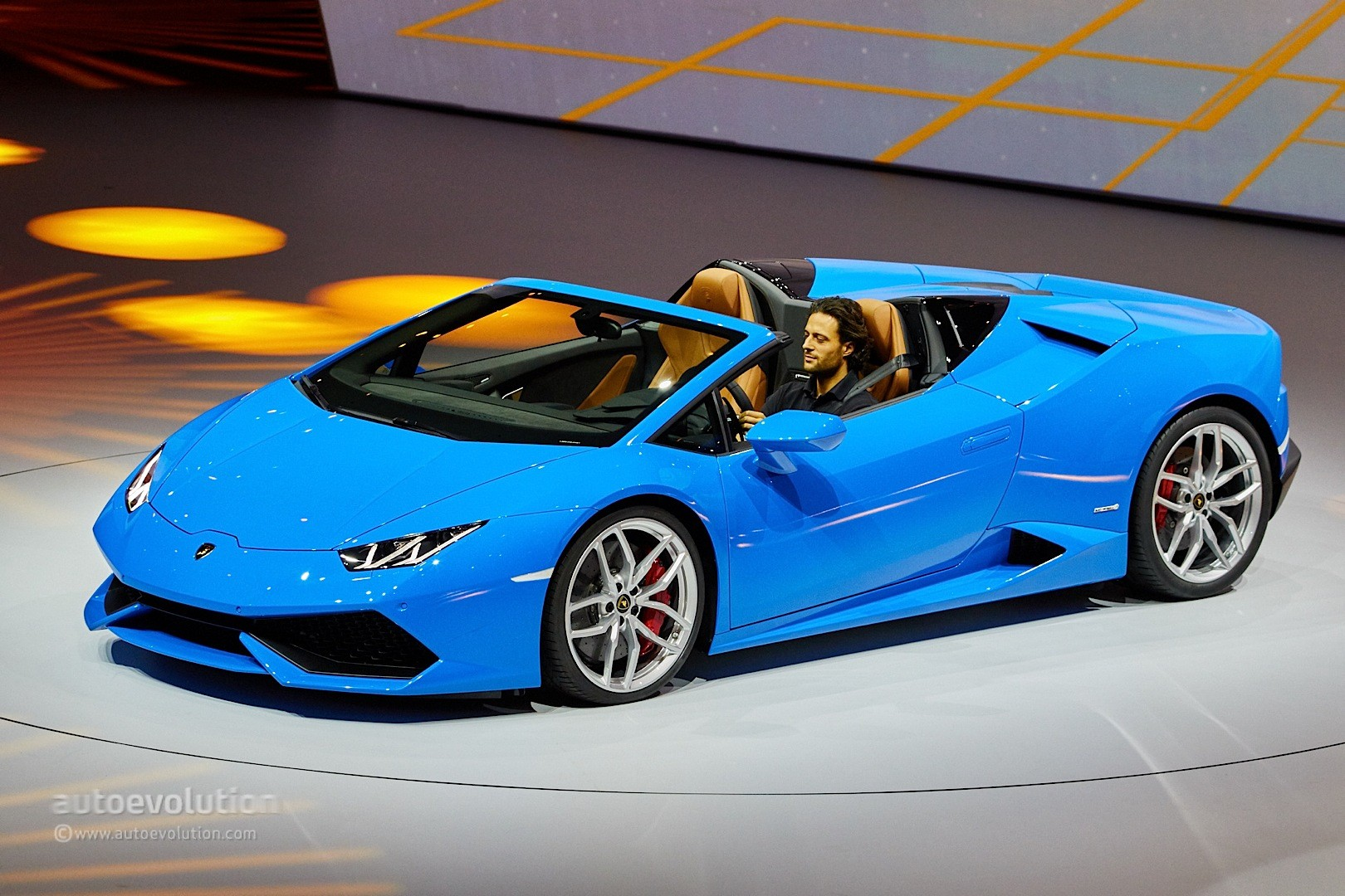 Lamborghini Huracan Spyder Looks Like The Ferrari 488 S Arch Enemy In Frankfurt Autoevolution