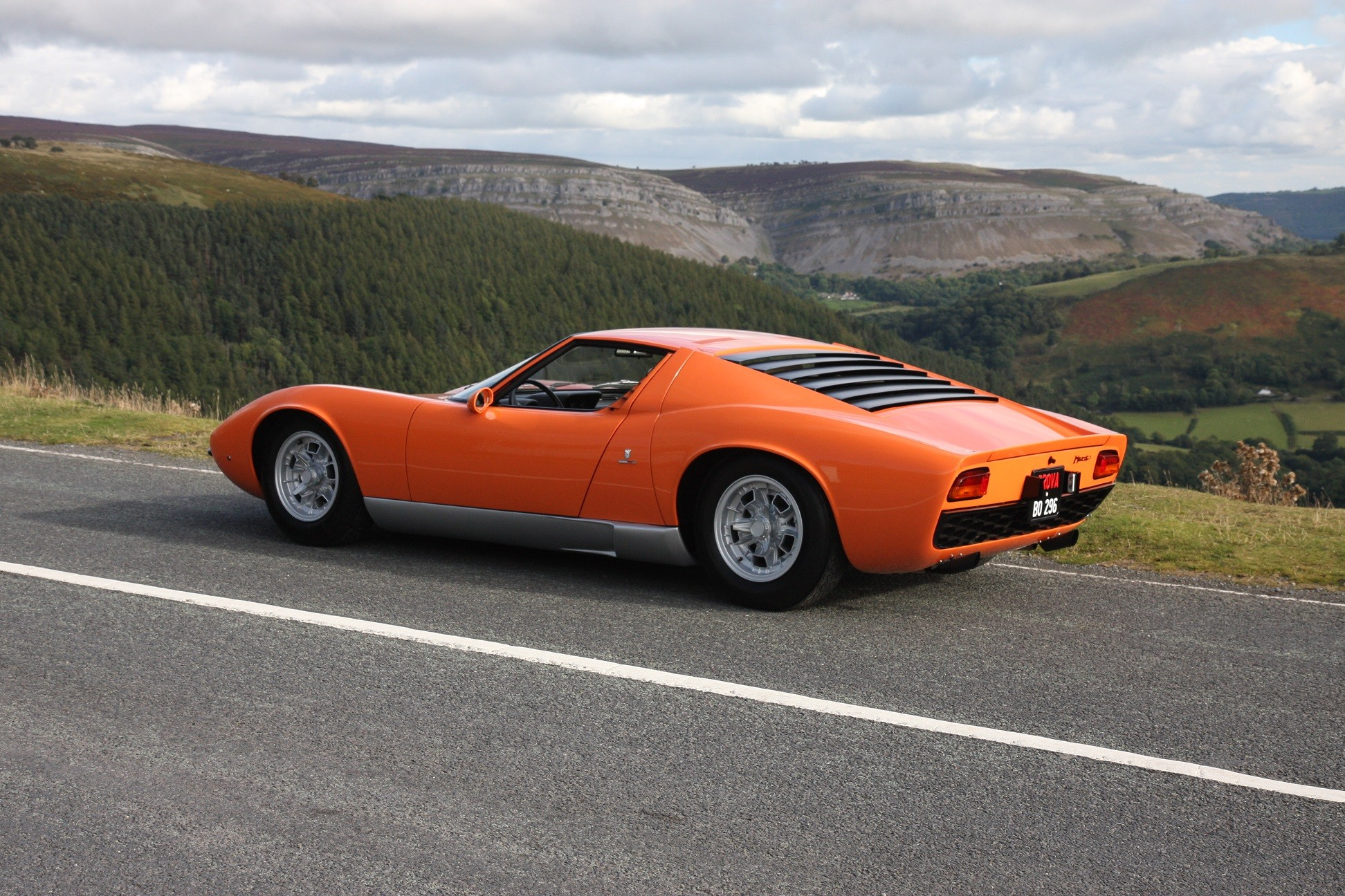 lamborghini miura from the italian job is up for grabs autoevolution. Black Bedroom Furniture Sets. Home Design Ideas