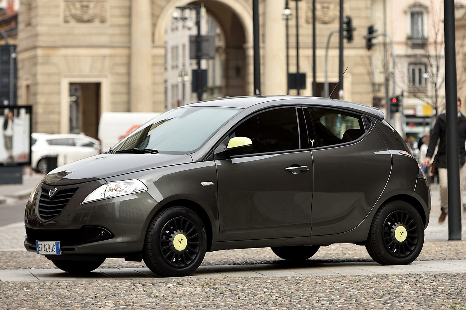 lancia ypsilon elefantino freshens up for the summer autoevolution. Black Bedroom Furniture Sets. Home Design Ideas