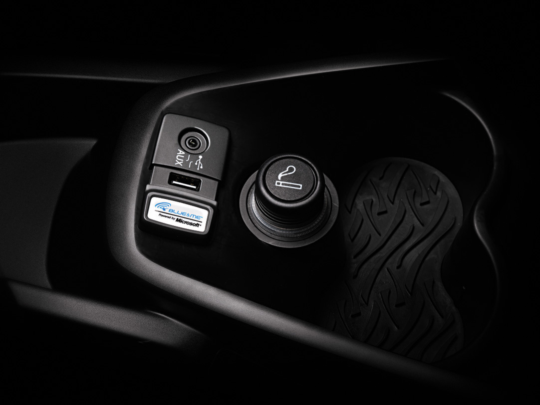 Lancia ypsilon reinvented autoevolution - Autoradio lancia ypsilon porta usb ...
