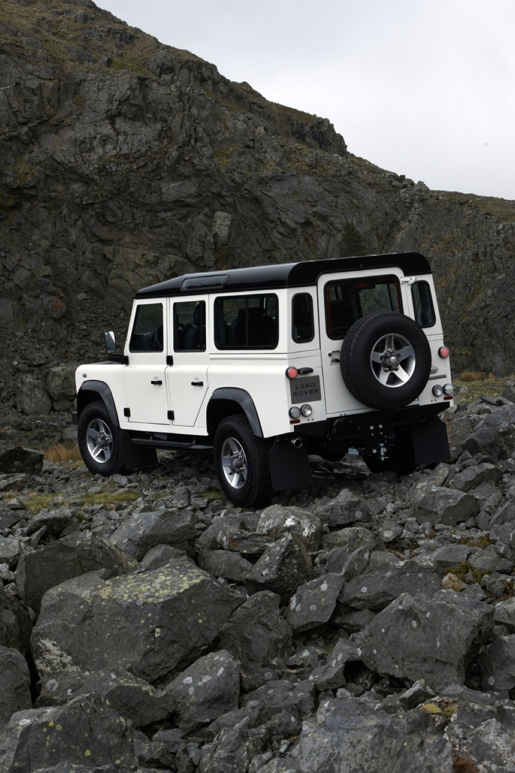 Land Rover Defender Fire And Ice Released Autoevolution