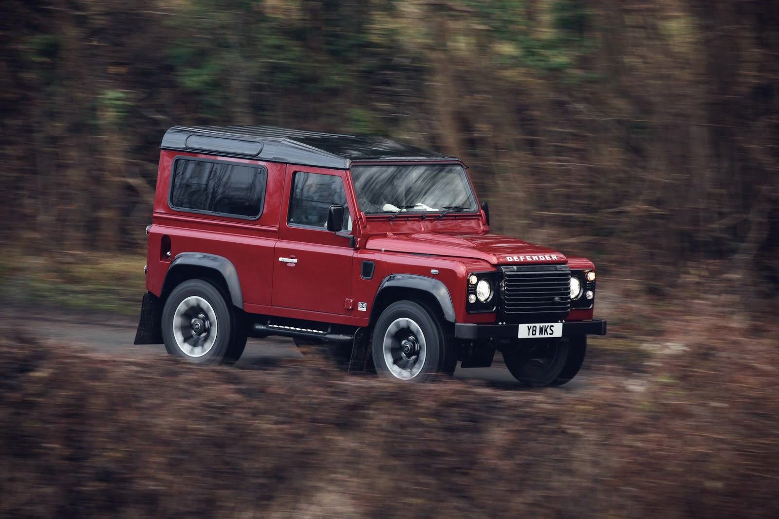 old land rover defender returns for 2018 with v8 powered special edition autoevolution. Black Bedroom Furniture Sets. Home Design Ideas