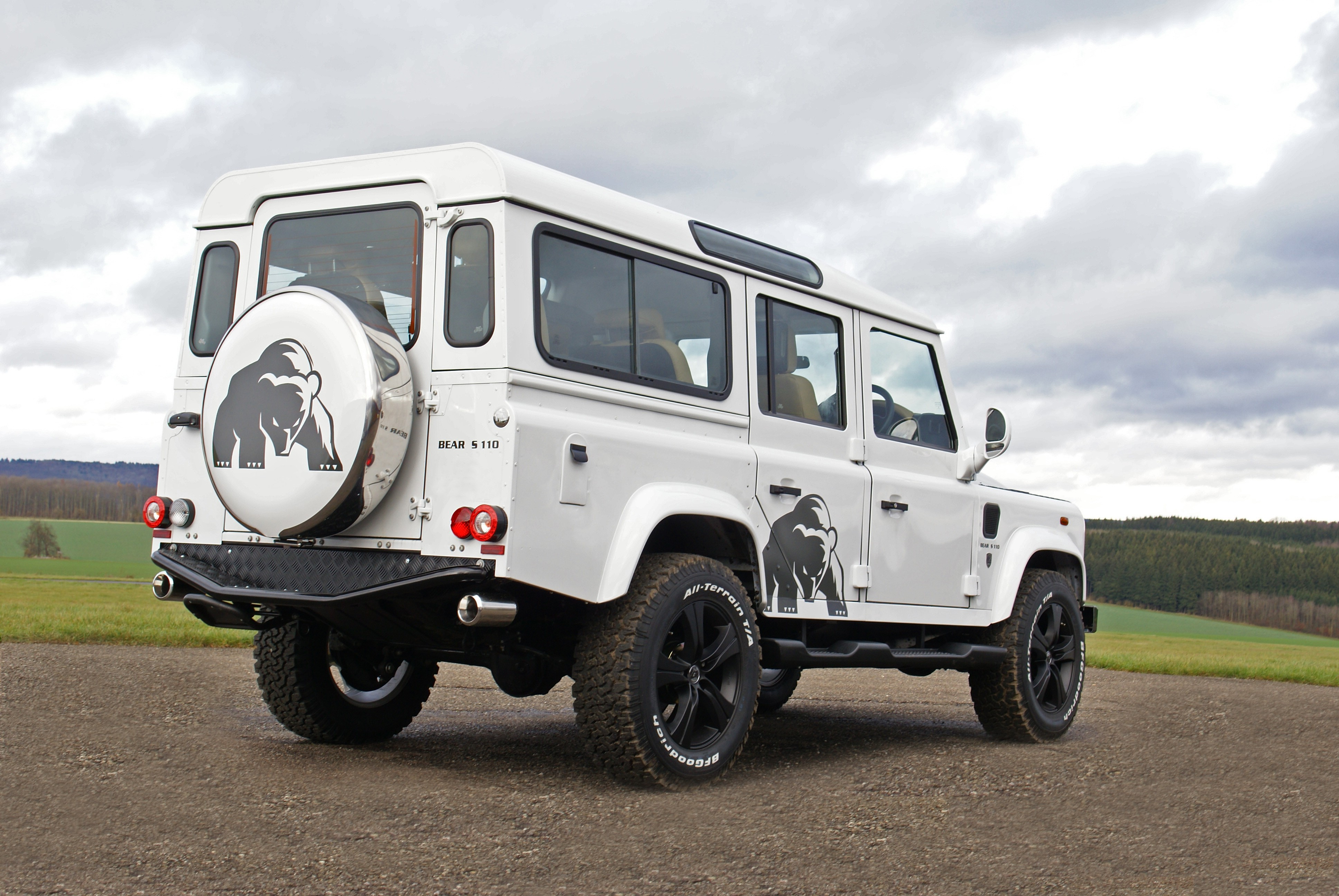 Land Rover Defender Tuning Nirvana: Hofele-Design Silver Bear S ...
