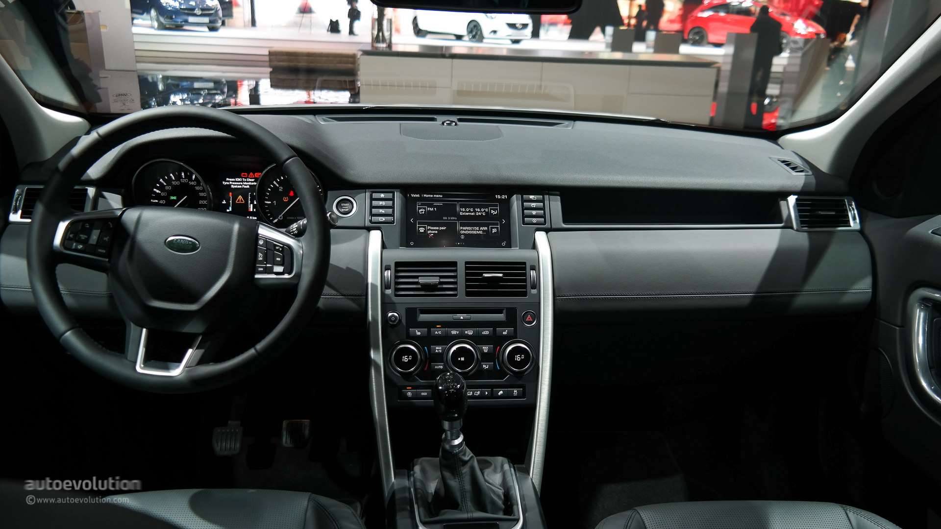 Land Rover Discovery Sport Makes Its Paris Debut Live Photos Engine Diagrams 2015 Interior