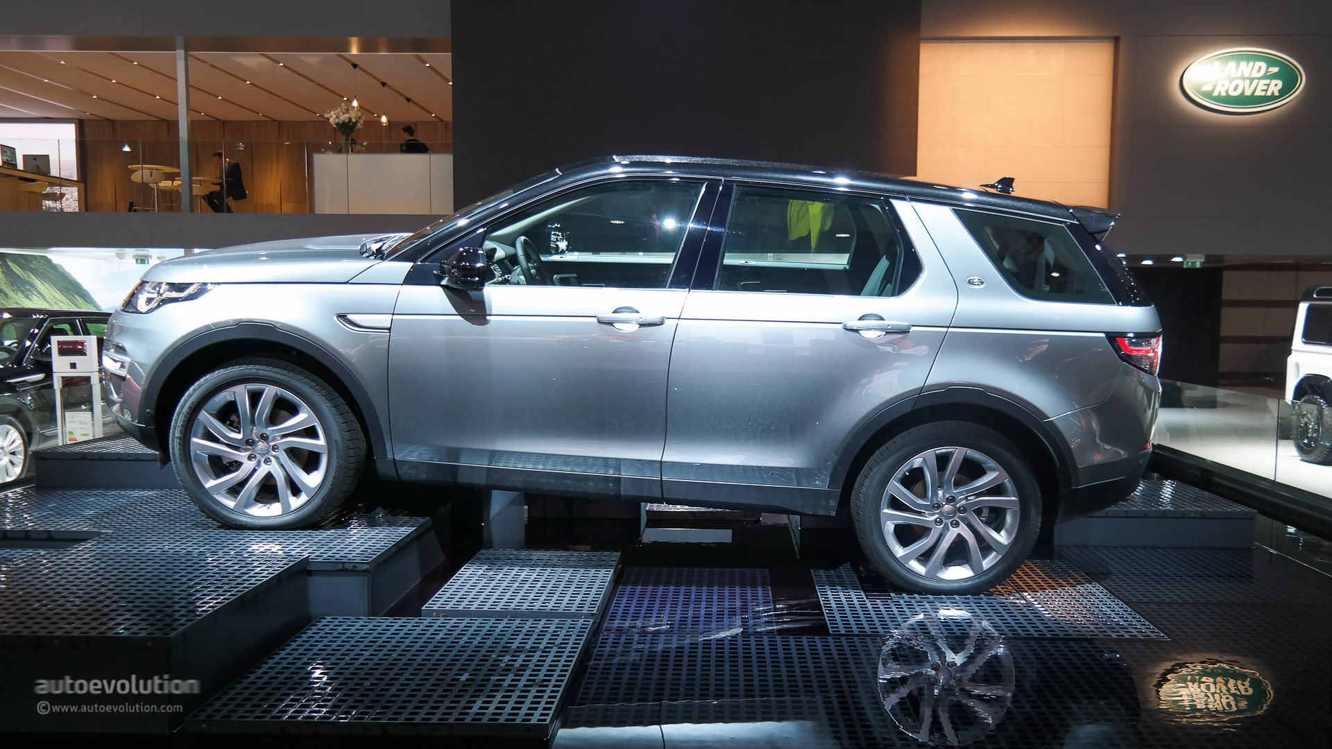 Land Rover Discovery Sport Makes Its Paris Debut Live