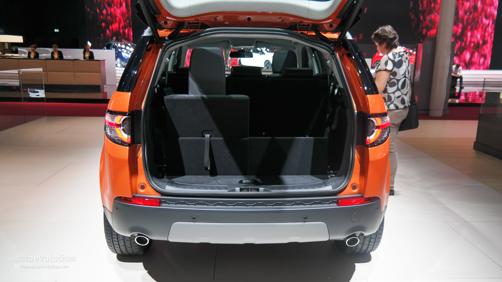 land rover discovery sport makes its paris debut live. Black Bedroom Furniture Sets. Home Design Ideas