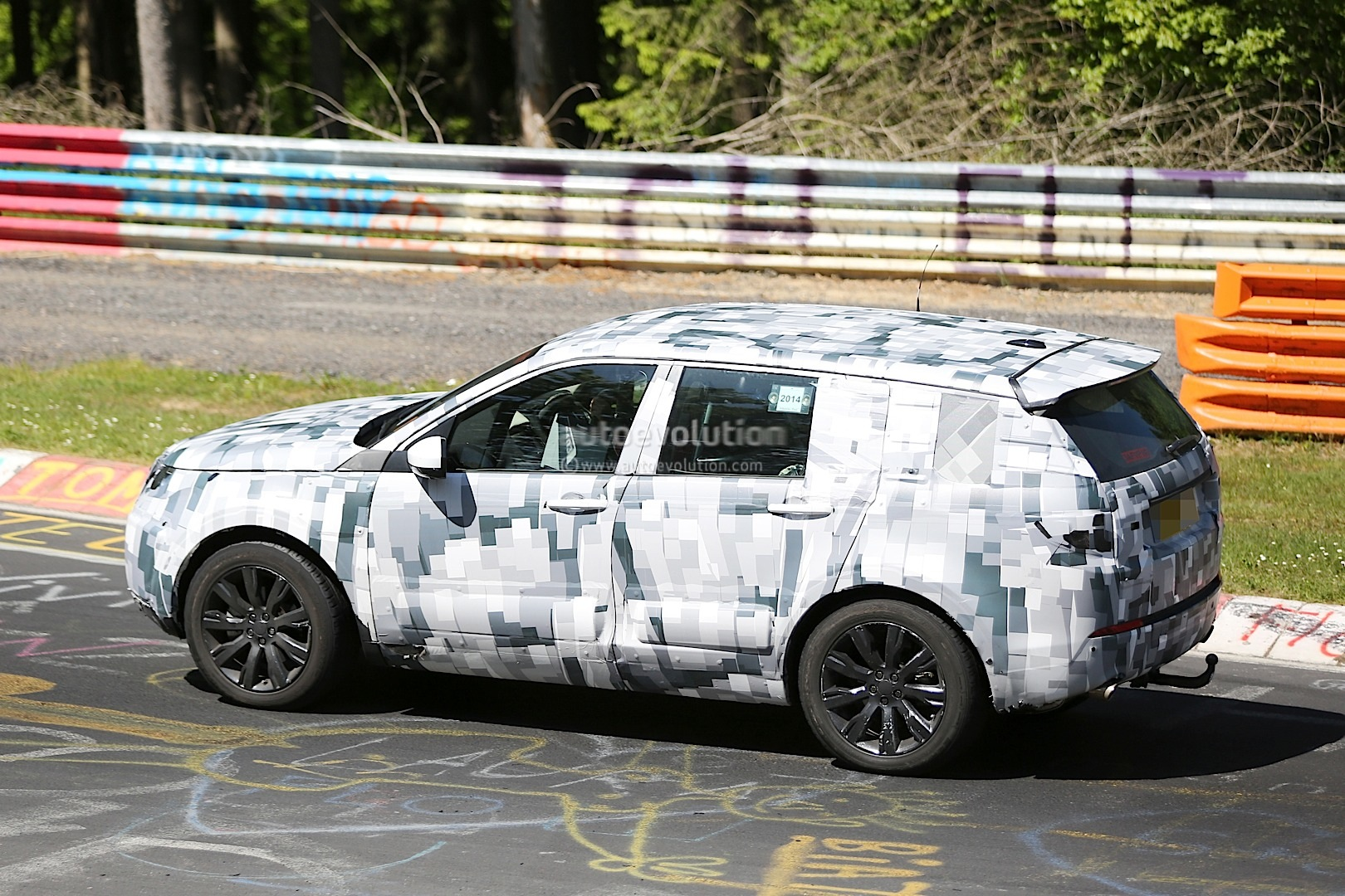 land rover discovery sport spied testing to replace the freelander lr2 autoevolution. Black Bedroom Furniture Sets. Home Design Ideas