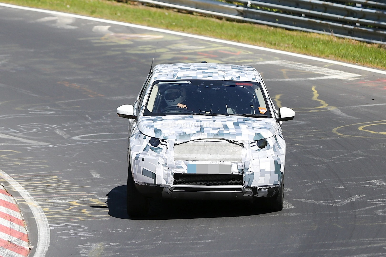 land rover discovery sport spied testing to replace the. Black Bedroom Furniture Sets. Home Design Ideas