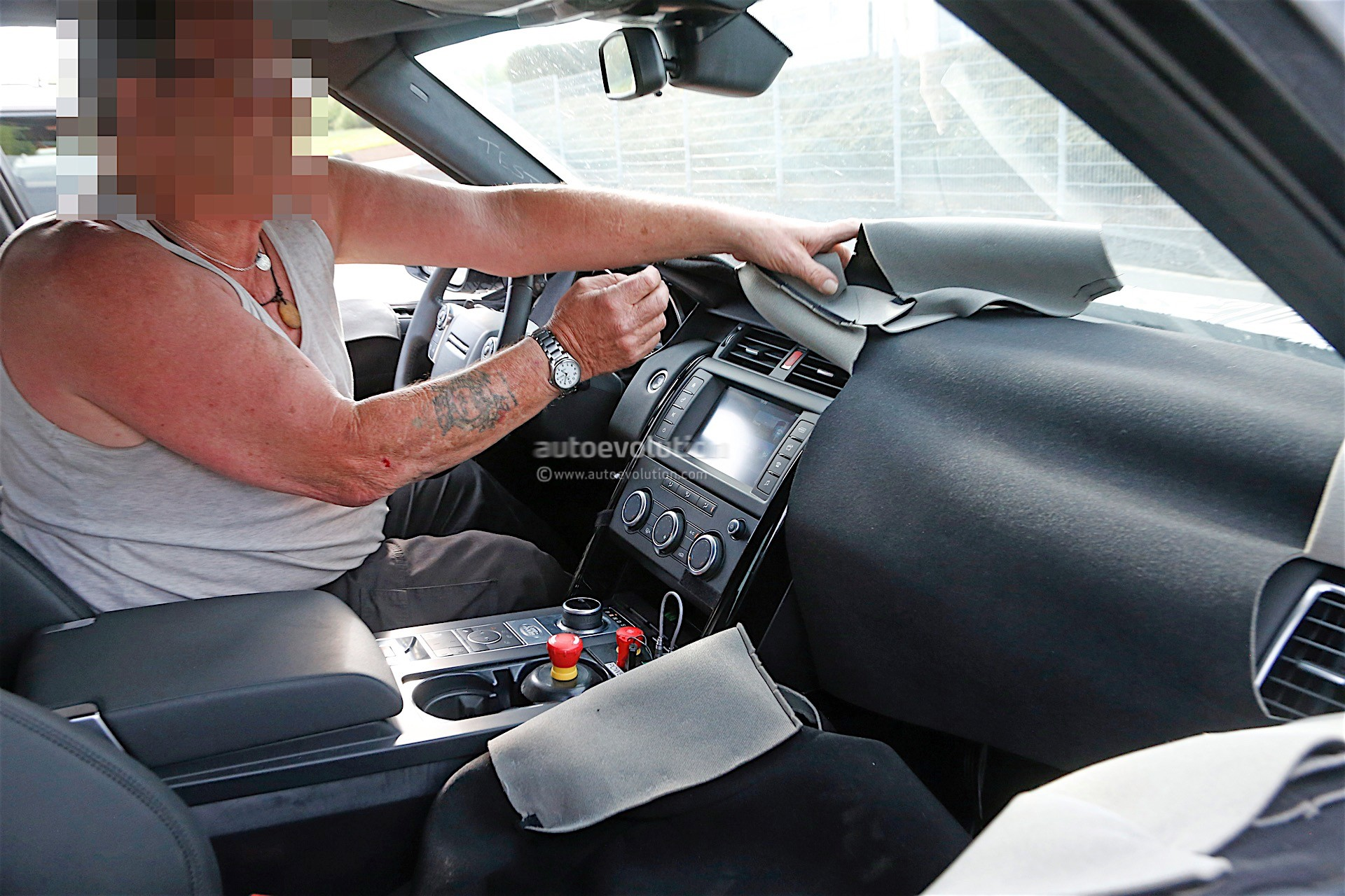 2018 Land Rover Discovery Spyshots Bring First Glimpse of ...
