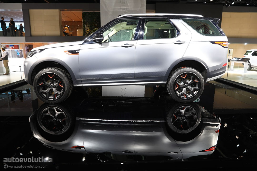 land rover discovery svx looks out of place on the flat. Black Bedroom Furniture Sets. Home Design Ideas