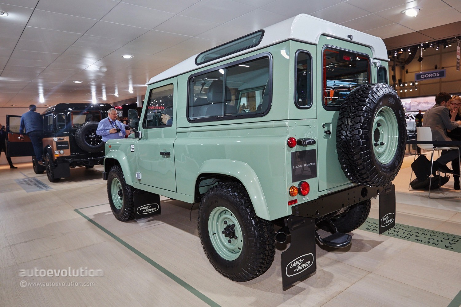 land rover says goodbye to the defender in geneva with 3. Black Bedroom Furniture Sets. Home Design Ideas