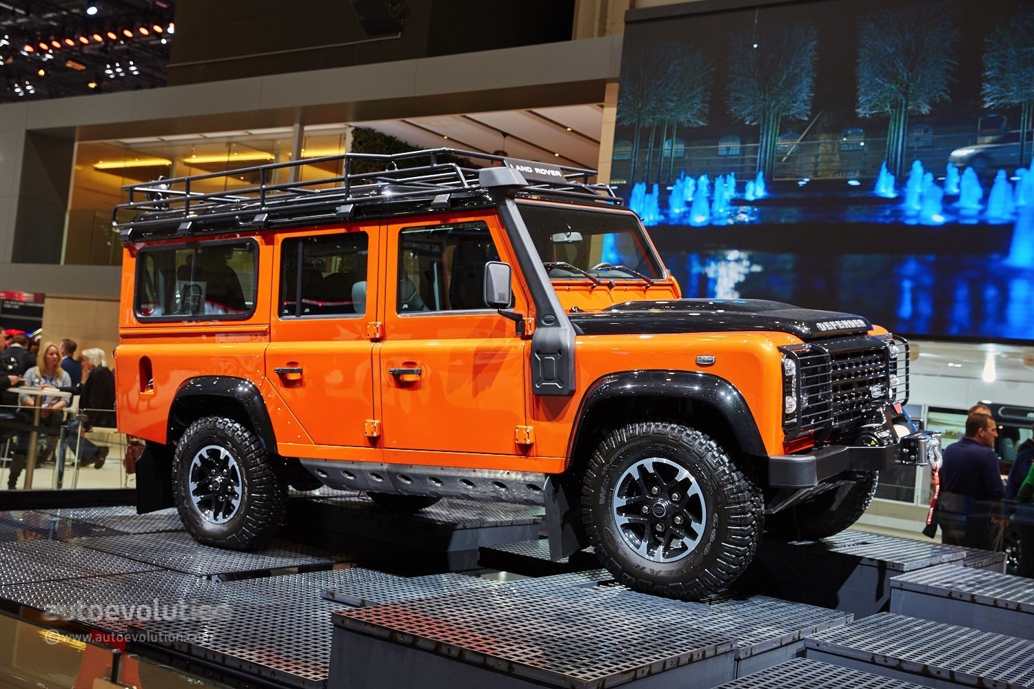 Land Rover Says Goodbye to the Defender in Geneva With 3 Special Edition Models - autoevolution