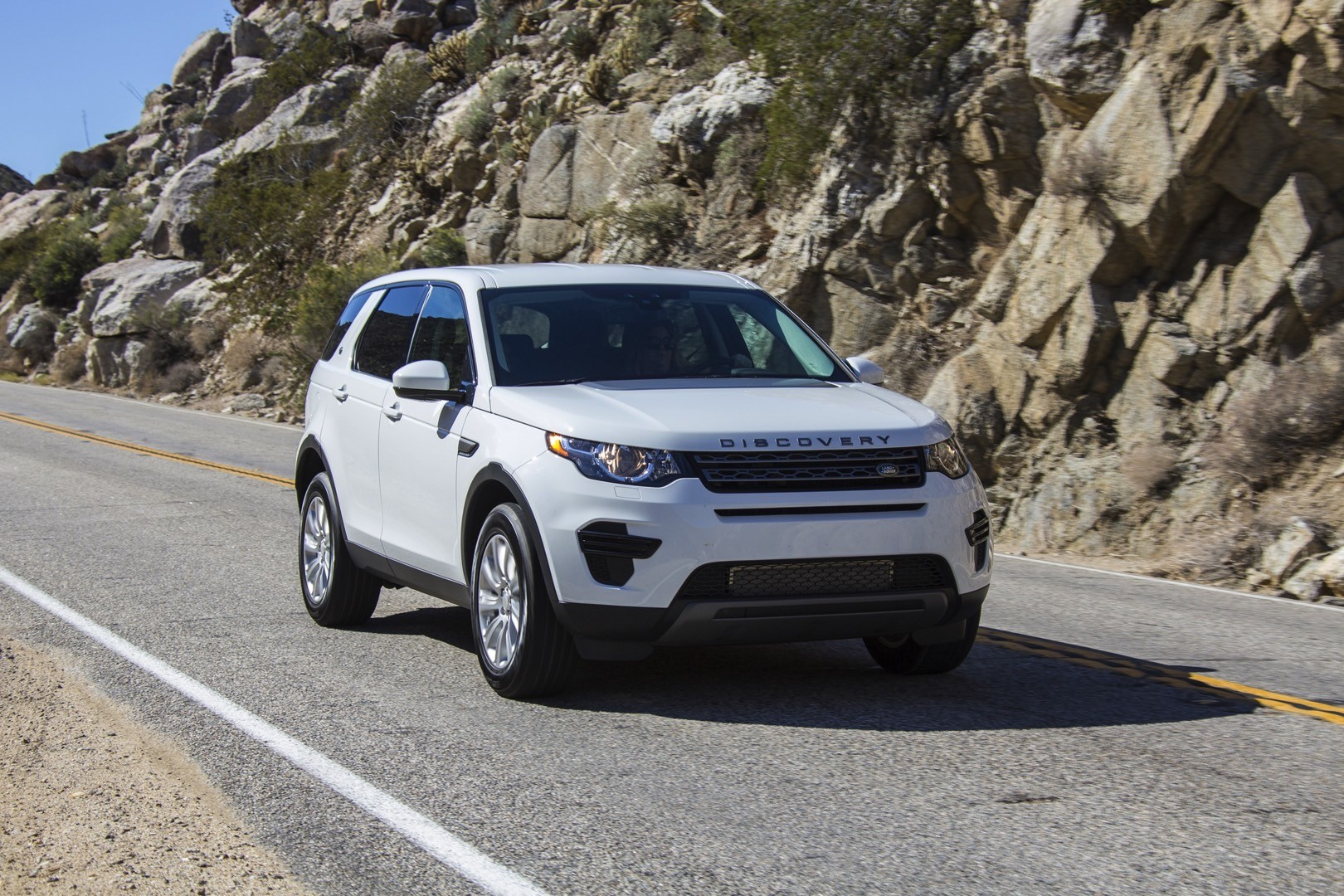 land rover s discovery sport launch edition gets prices starting at 48 975 autoevolution. Black Bedroom Furniture Sets. Home Design Ideas