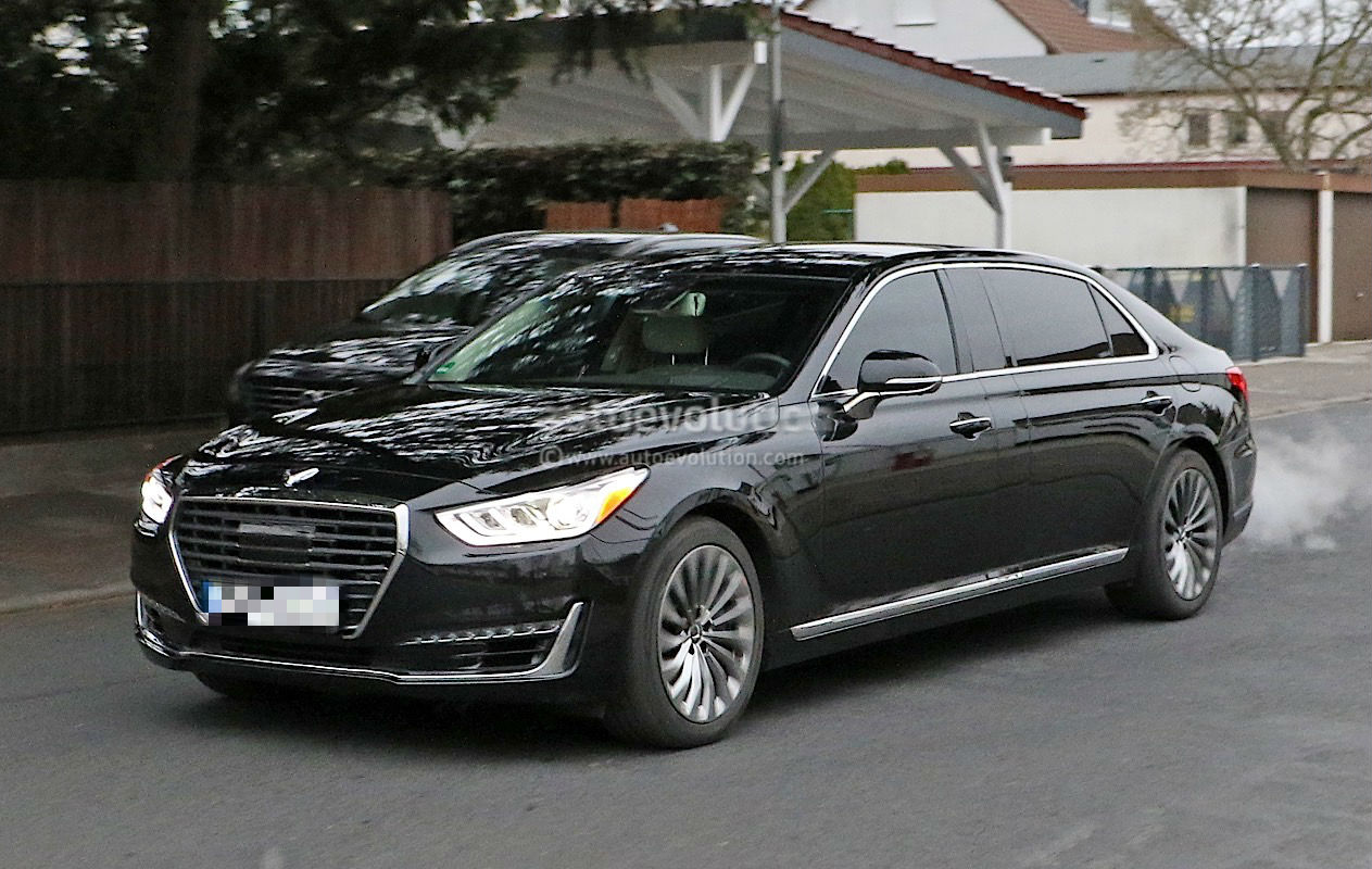 Latest Spyshots Reveal New Genesis G90 With Extended