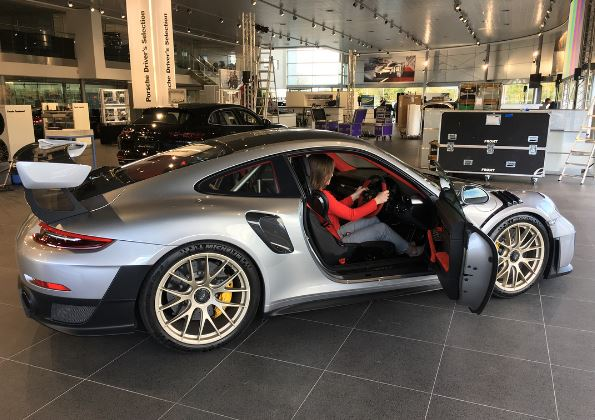 2018 porsche 911 gt2 rs spotted blitzing the autobahn in. Black Bedroom Furniture Sets. Home Design Ideas