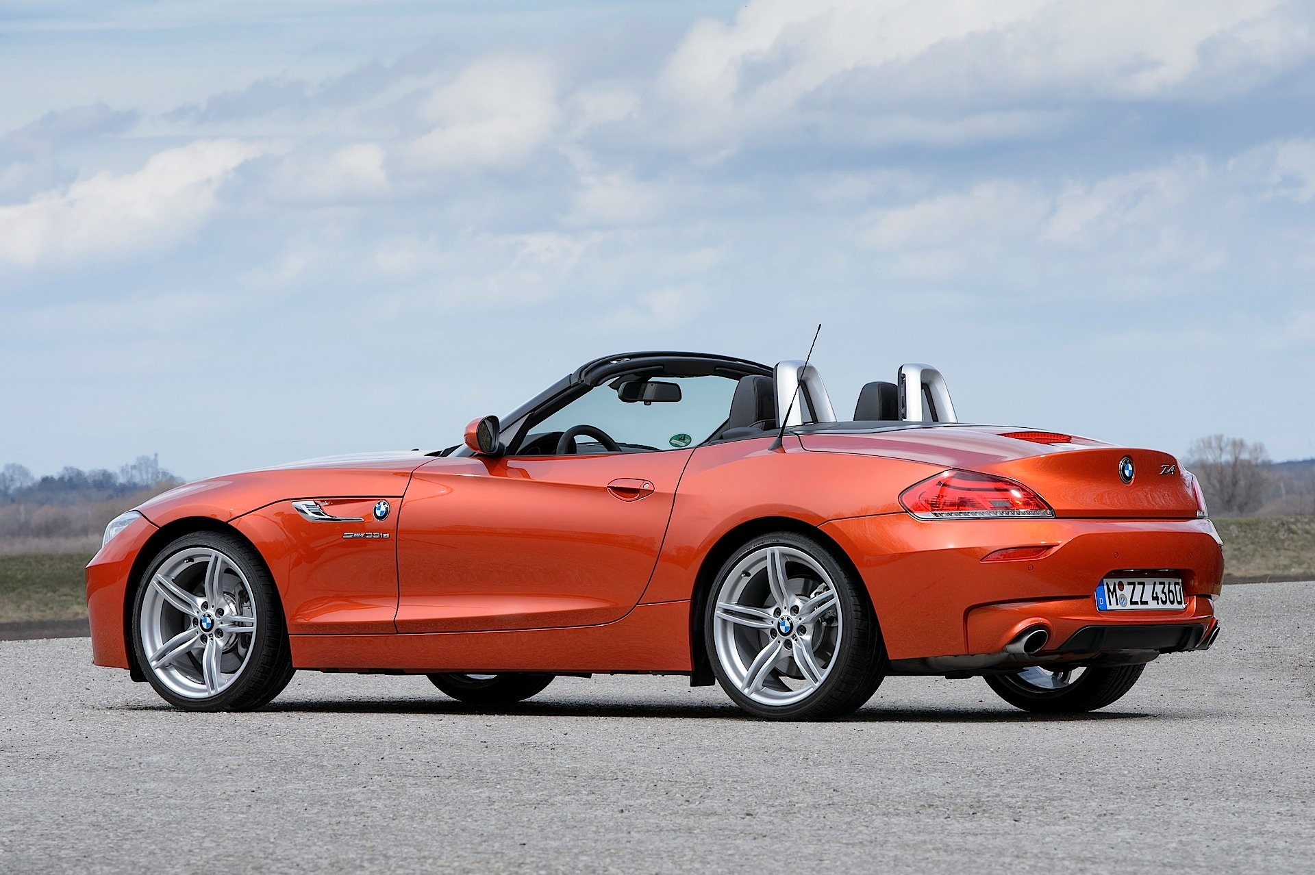 Lci Bmw E89 Z4 Poses For New Photo Shoot Autoevolution