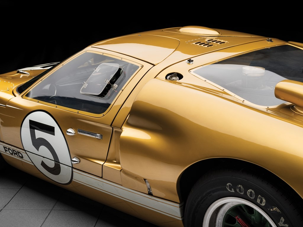 le mans raced ford gt40 heading to auction estimated to fetch 12 million autoevolution. Black Bedroom Furniture Sets. Home Design Ideas