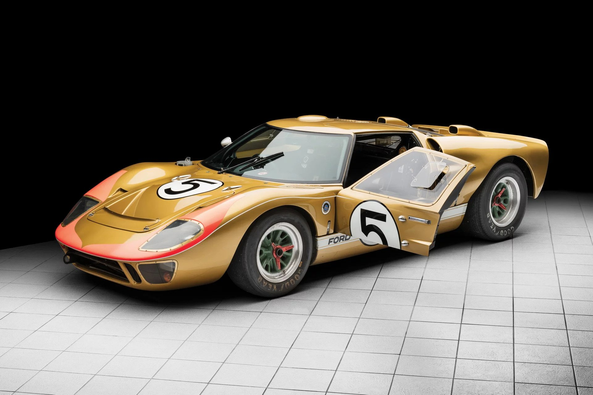 le mans raced ford gt40 heading to auction estimated to. Black Bedroom Furniture Sets. Home Design Ideas
