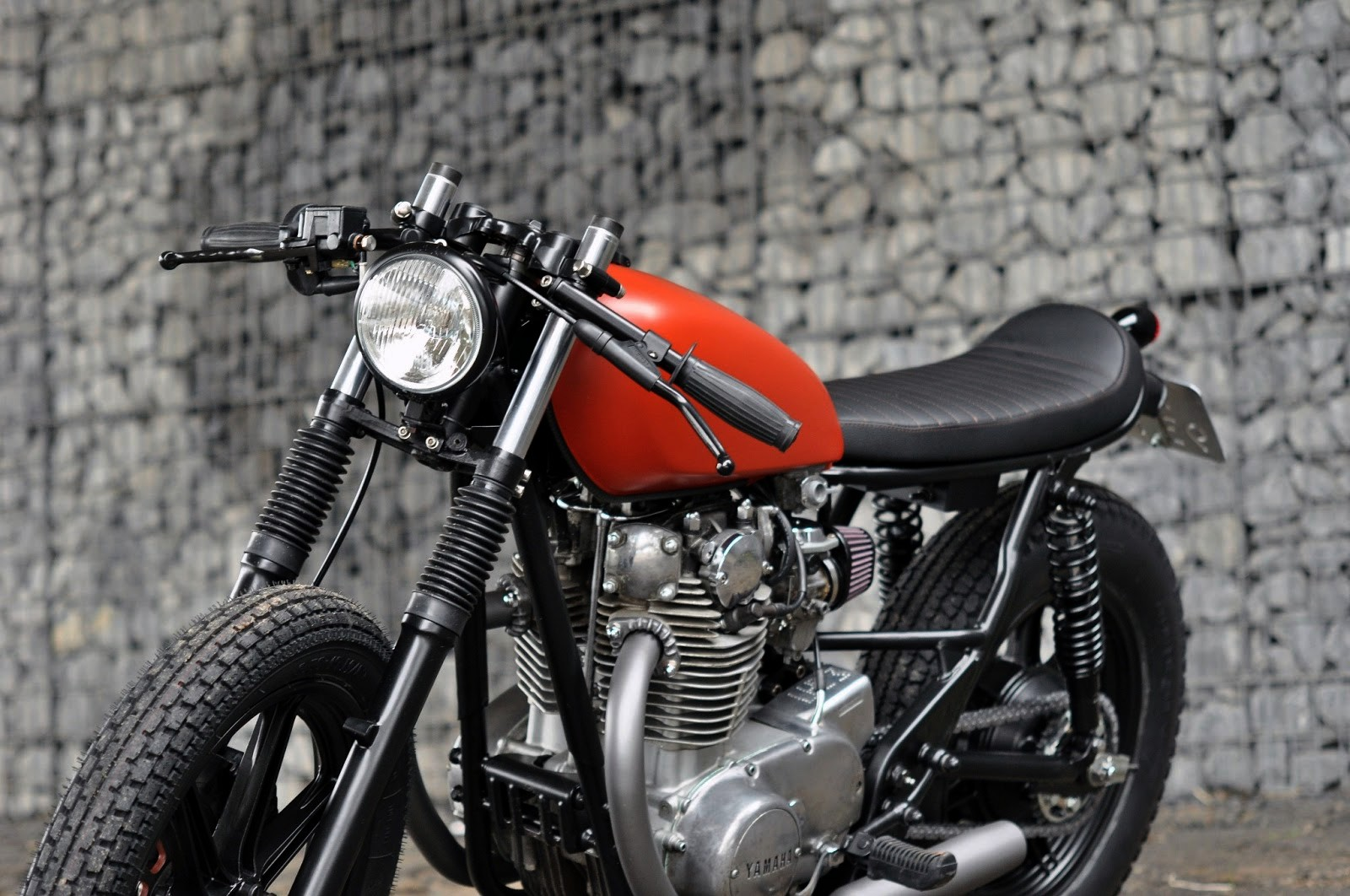 Left Hand Cycles Yamaha Xs650 Se Simplicity And Beauty