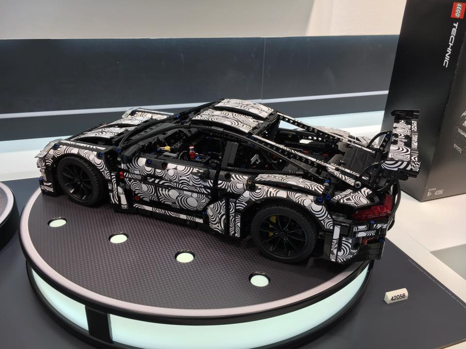 lego technic porsche 911 gt3 rs 1 10 scale model has working pdk paddle shifters autoevolution. Black Bedroom Furniture Sets. Home Design Ideas