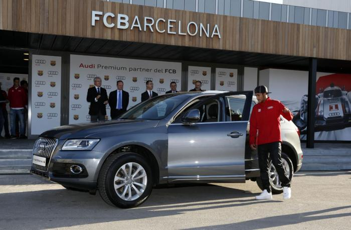 leo messi receives audi q5 barcelona players get yearly audis autoevolution. Black Bedroom Furniture Sets. Home Design Ideas
