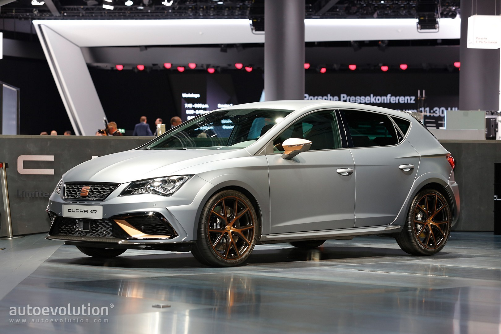 Leon cupra r carbon splitter and copper accents are stunning