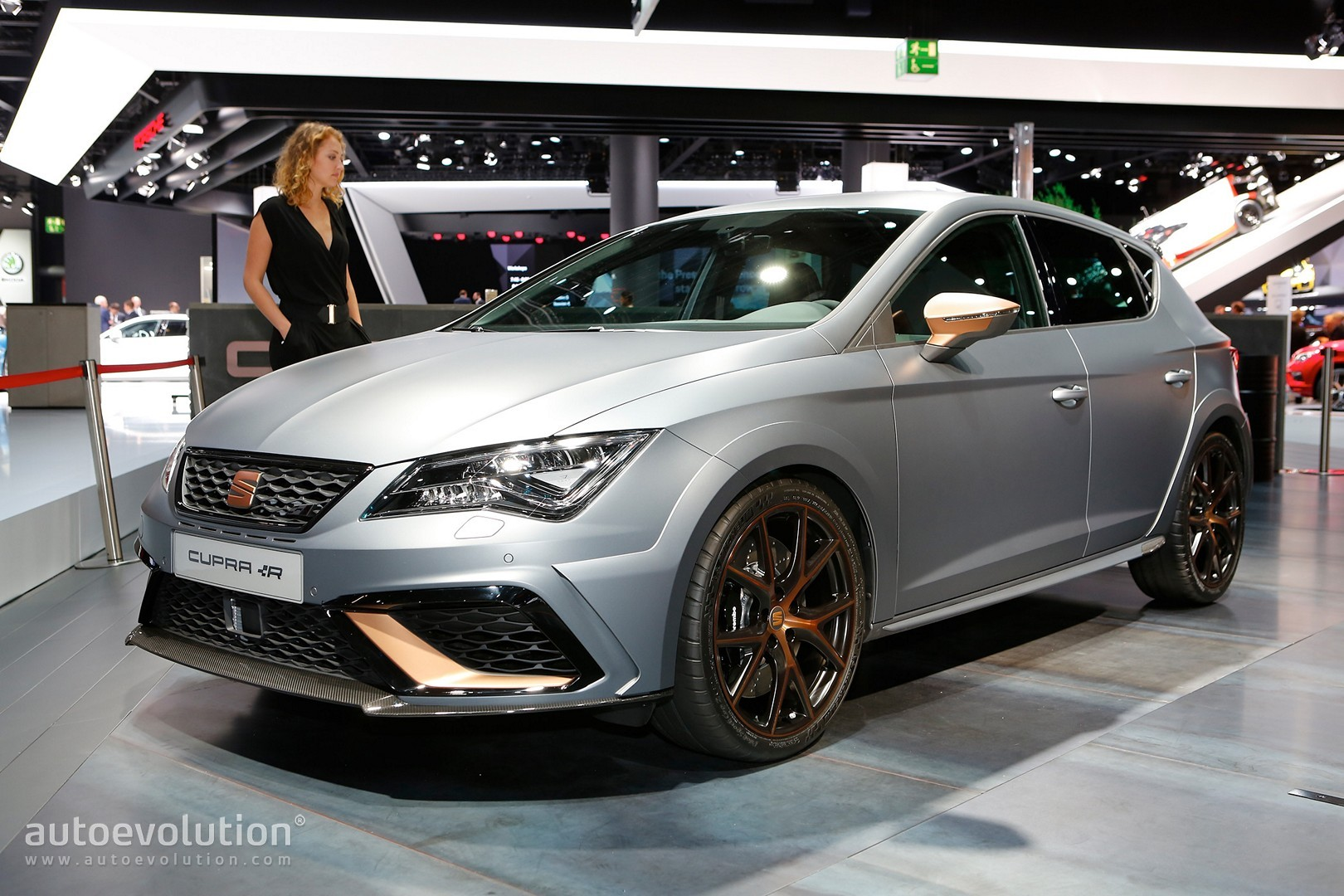 Leon Cupra R S Carbon Splitter And Copper Accents Shine At