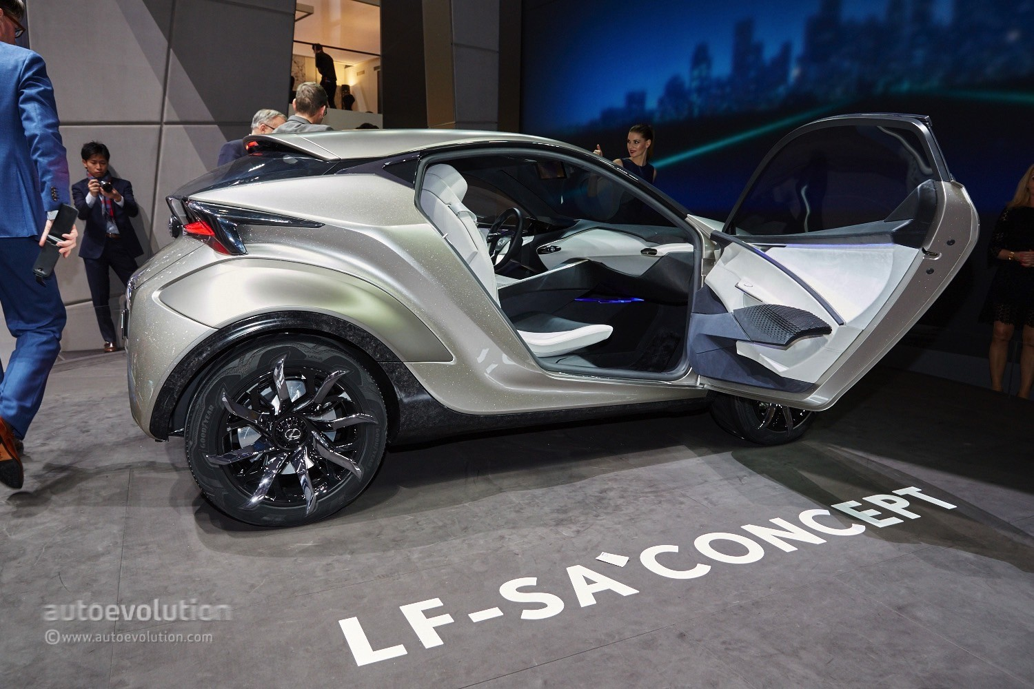 https://s1.cdn.autoevolution.com/images/news/gallery/lexus-lf-sa-concept-looks-ready-to-eat-minis-and-audi-a1s-in-geneva-live-photos_6.jpg