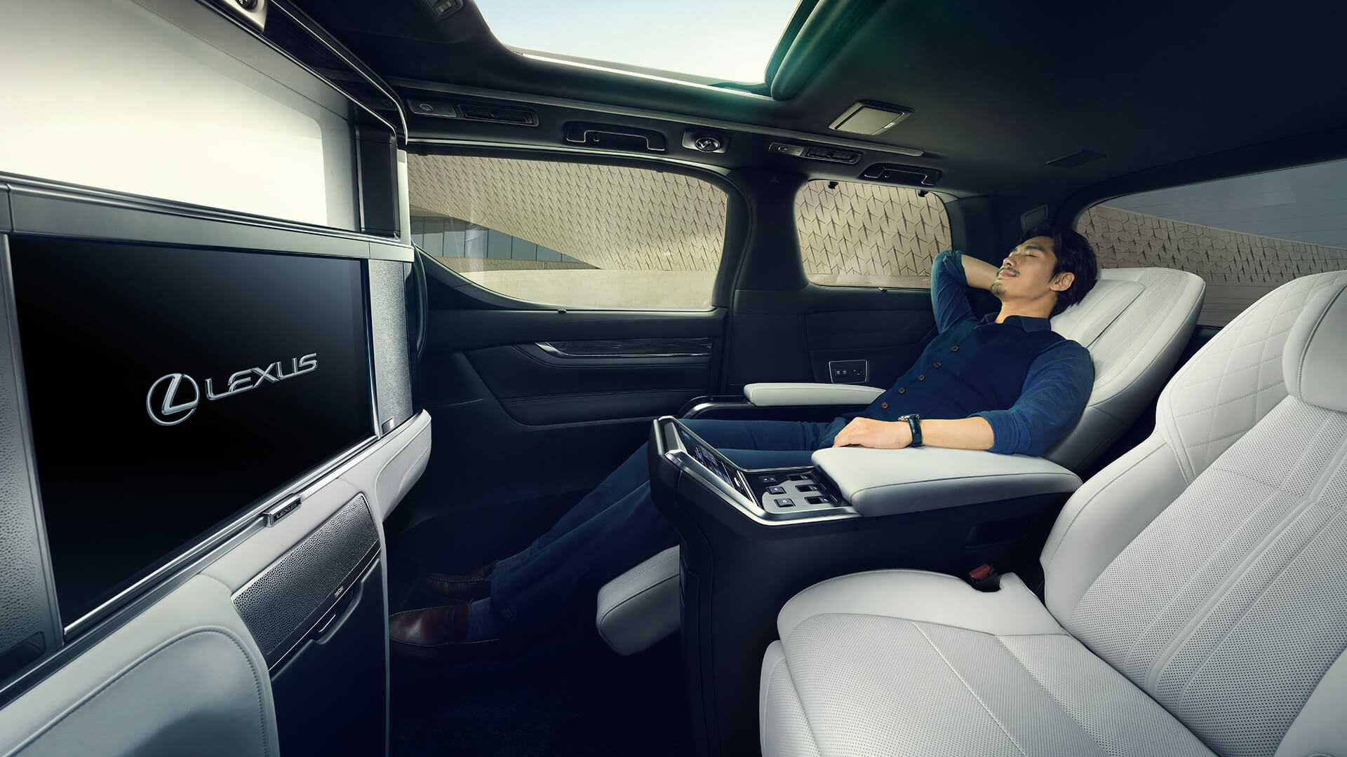 Lexus Lm 300h Luxury Minivan Debuts Looks Amazing