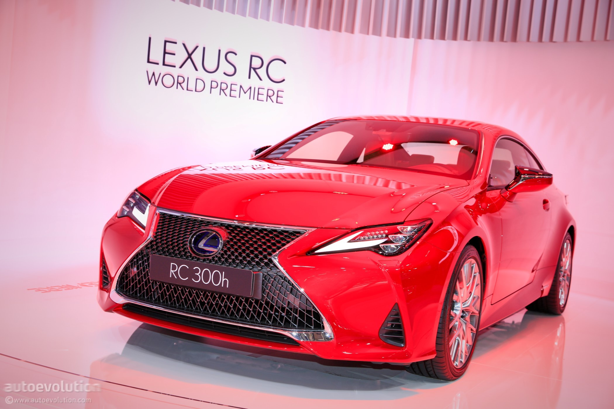 2019 lexus rc 300h seems lonely in paris autoevolution. Black Bedroom Furniture Sets. Home Design Ideas