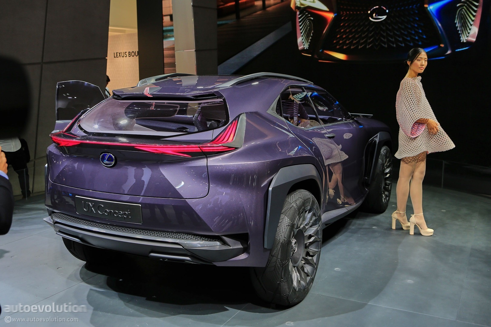 lexus ux concept looks out of place at 2016 paris motor show autoevolution. Black Bedroom Furniture Sets. Home Design Ideas