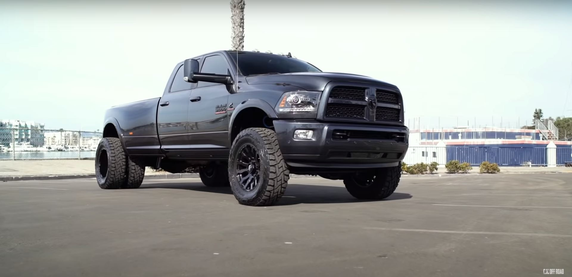 Lifted 2017 Ram 3500 Is A Tricked Out Heavy Duty Goliath On Six Wheels Autoevolution