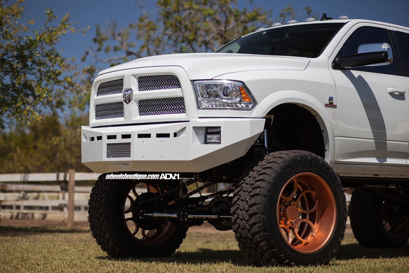 Lifted Dodge Ram 2500 >> Lifted Ram 2500 On Rose Gold Wheels Meets a Horse - autoevolution