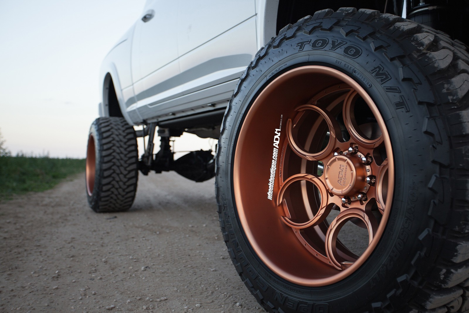 Lifted Ram 2500 On Rose Gold Wheels Meets a Horse - autoevolution