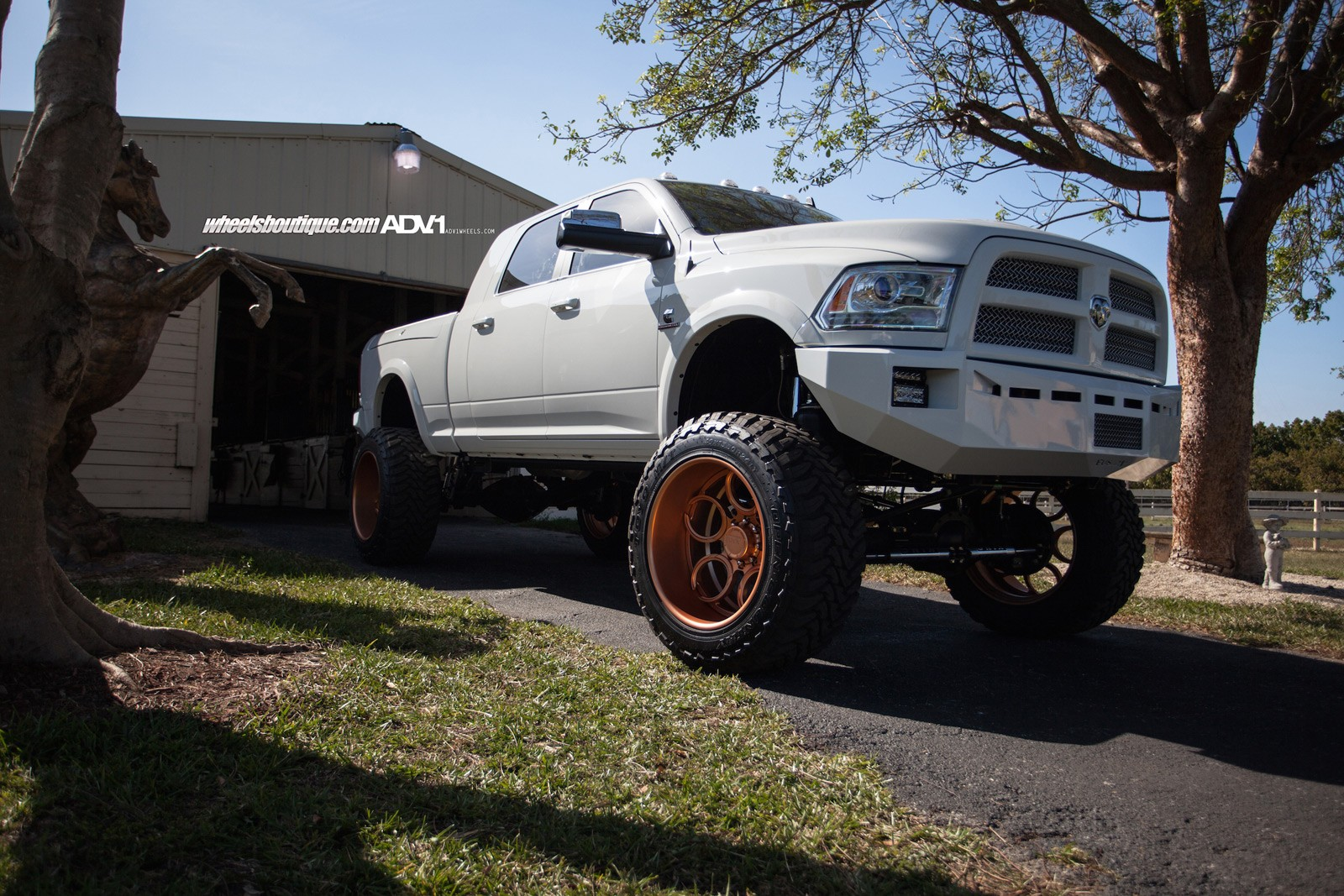 Chevy Truck Wheels >> Lifted Ram 2500 On Rose Gold Wheels Meets a Horse - autoevolution
