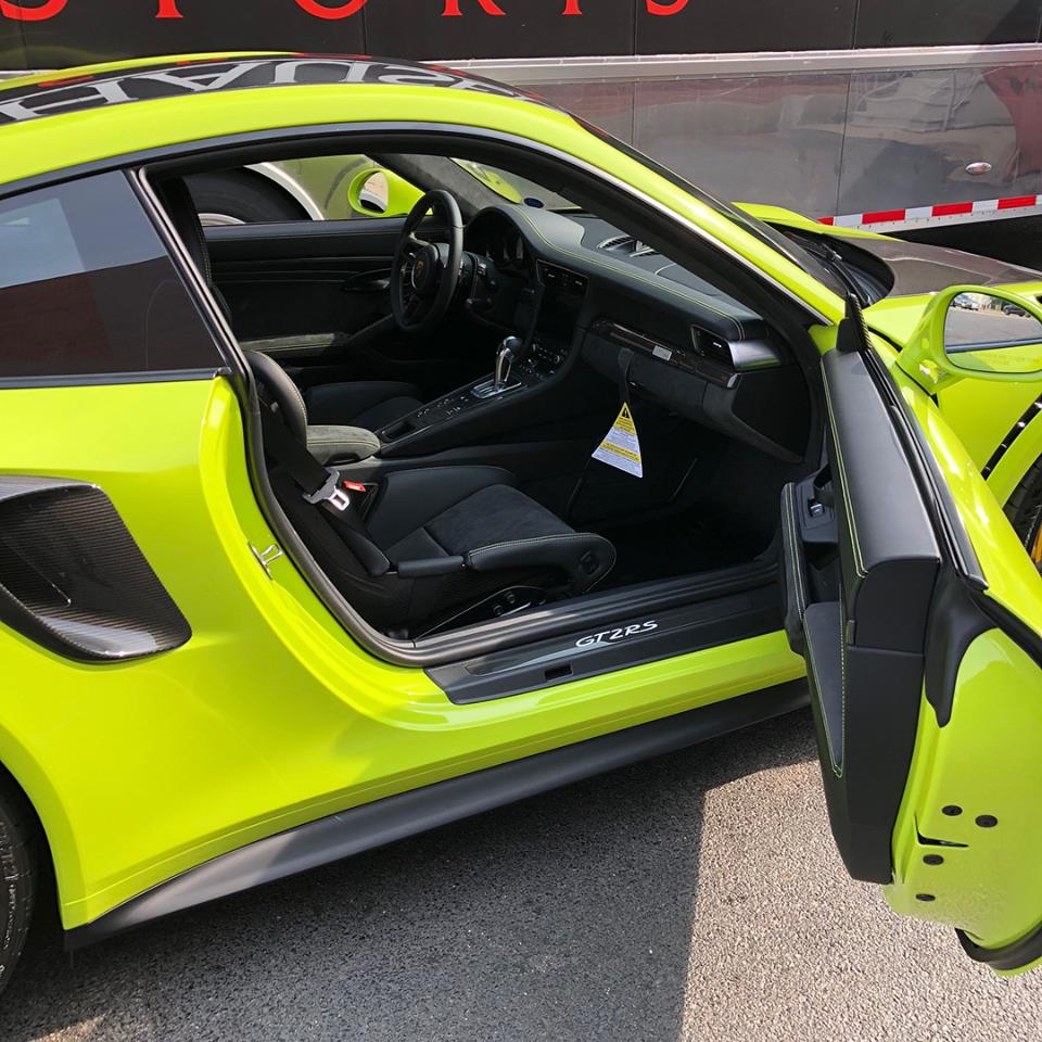 mint green porsche 911 gt2 rs with racing yellow cabin details looks explosive autoevolution. Black Bedroom Furniture Sets. Home Design Ideas