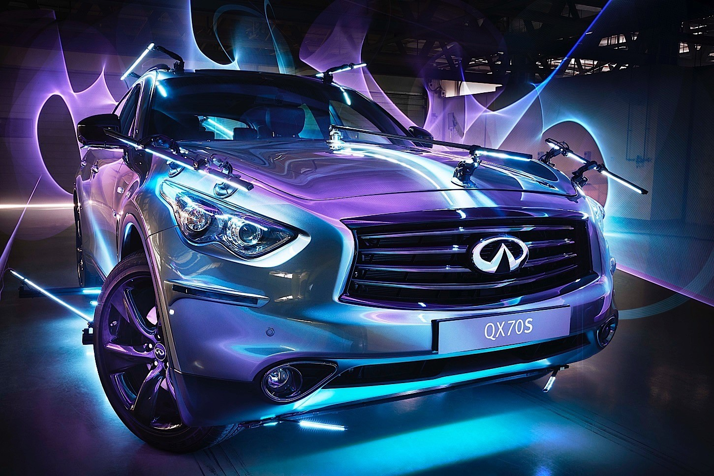 Light Painting With Three Infiniti Qx70s Is A Must Watch