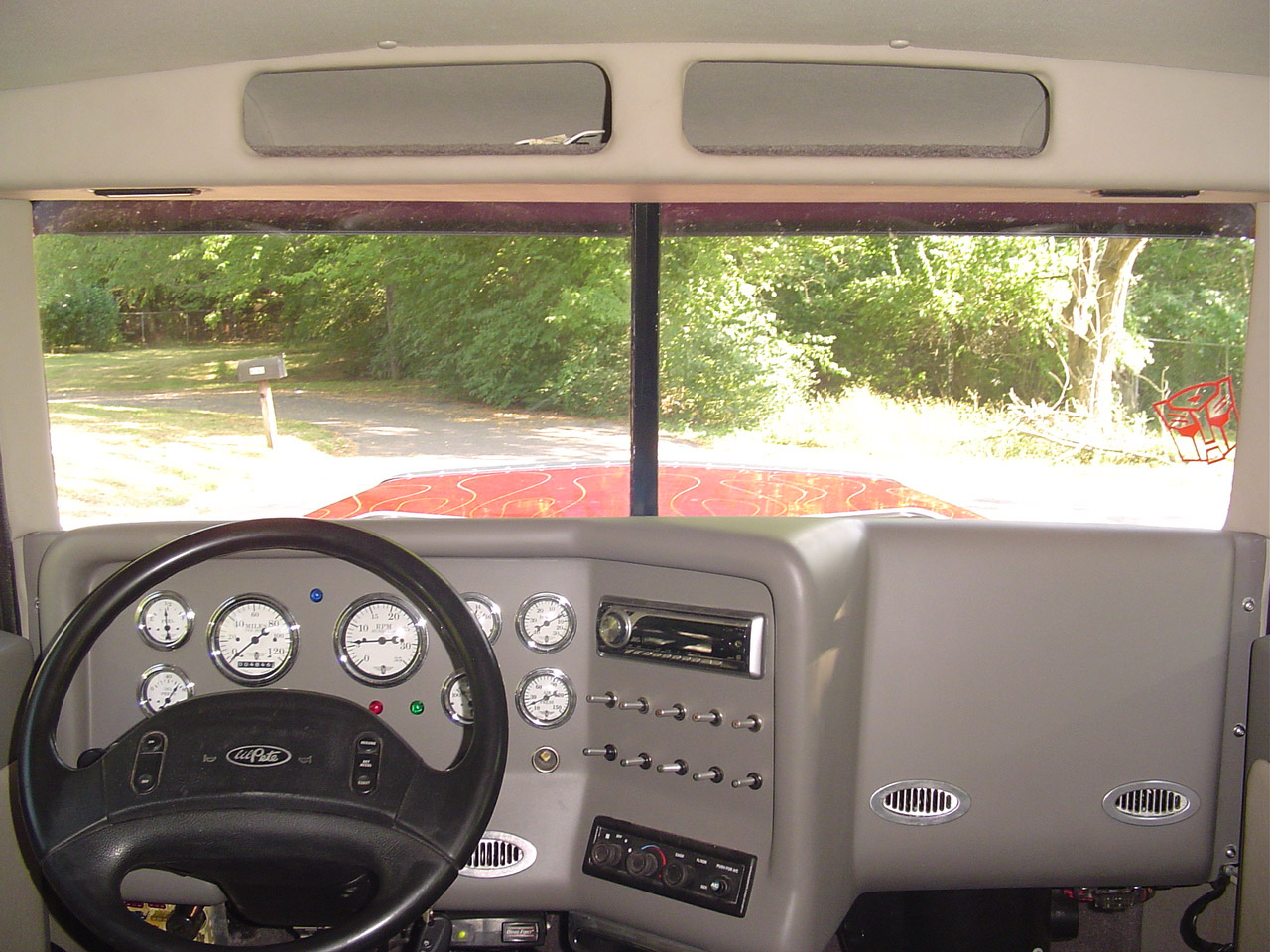 Большой пикап или маленький грузовик…
