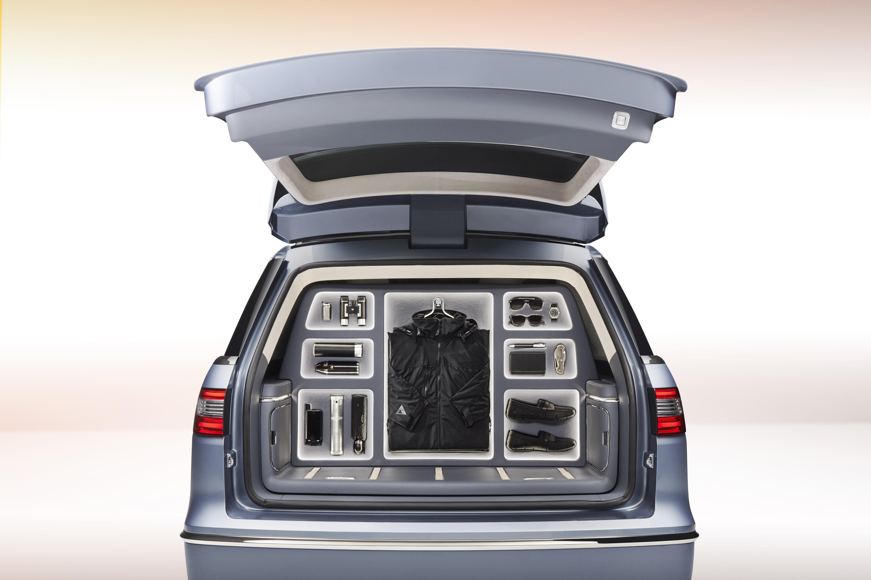 ... 2017 Lincoln Navigator Concept wardrobe organiser ... & Lincoln Navigator Concept Has Gullwing Doors Previews 2018MY ...