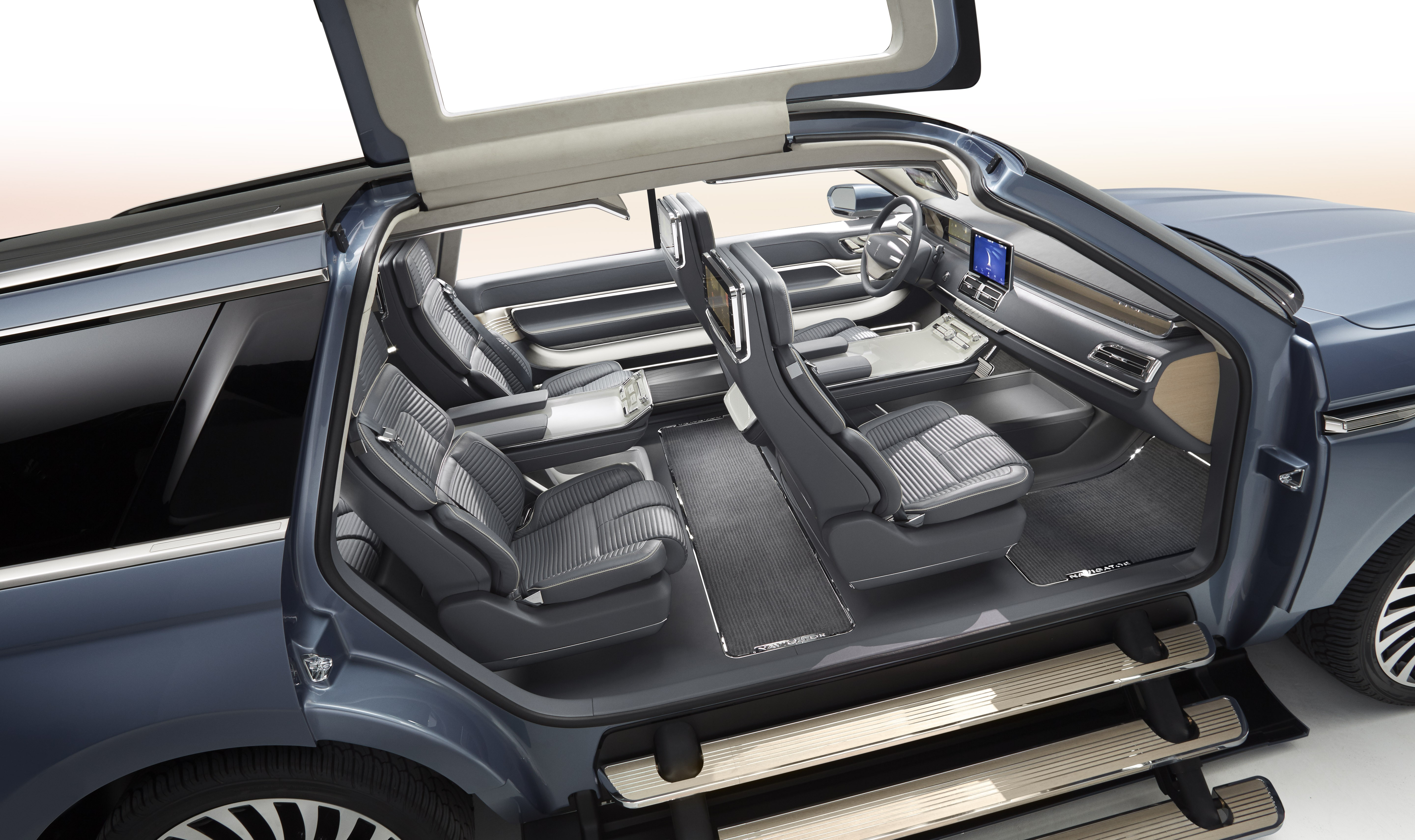 Lincoln Navigator Concept Has Gullwing Doors, Previews 2018MY Flagship - autoevolution
